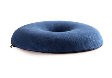 เบาะรองนั่ง เพื่อสุขภาพ ทรงโดนัท (CU-009) พร้อมส่ง เบาะรองนั่ง เมมโมรี่โฟม ผ้ากำมะหยี่ แก้ปวดหลัง ใช้นั่งสมาธิ รองนั่งรถยนต์ นั่งทำงาน (Hip Shape Donut Memory Foam Cushion)