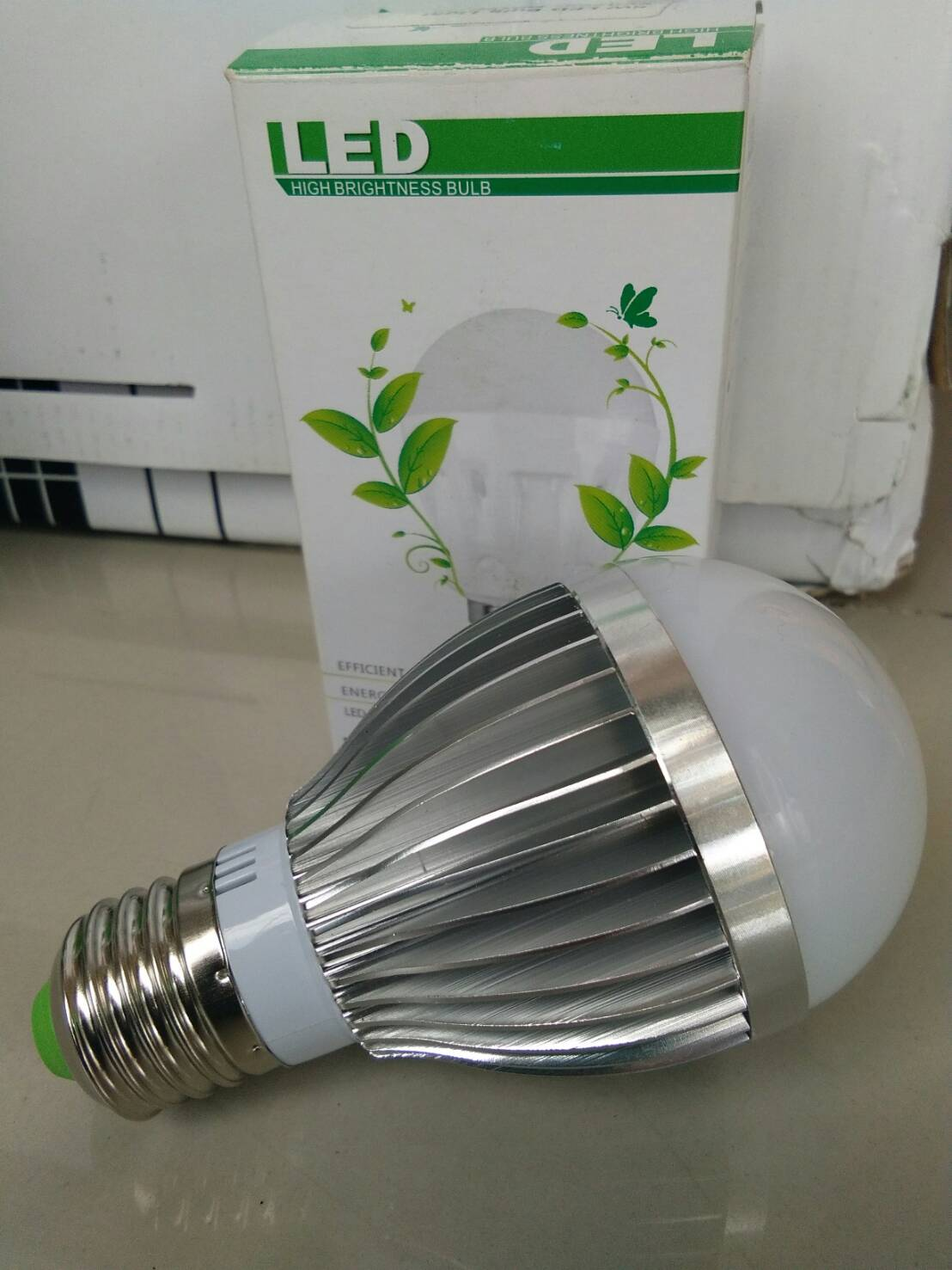หลอดไฟ LED E27 Bulb ขนาด 9W 24V 6000K AL