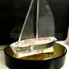 ถ้วยรางวัลอะคริลิคเรือ 3 มิติ ฐานไม้สีดำ