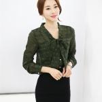 เสื้อปั้มนูนลูกไม้ปกผูกโบว์ สีเขียวทหาร(Army Green)
