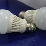 หลอดไฟ LED E27 Bulb ขนาด 9W 220V 4200-4500K PL