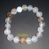 สร้อยข้อมืออาเกต (Agate) หรือ หินโมรา สีขาวเทา หินมงคลปกป้องอันตราย สัญลักษณ์ความมั่งคั่งร่ำรวย