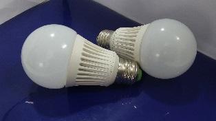 หลอดไฟ LED E27 Bulb ขนาด 9W 220V 6000K PL