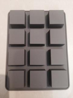 แม่พิมพ์ รูปจัตุรัส 12 ช่อง ขนาด3x1.9cm 25 g
