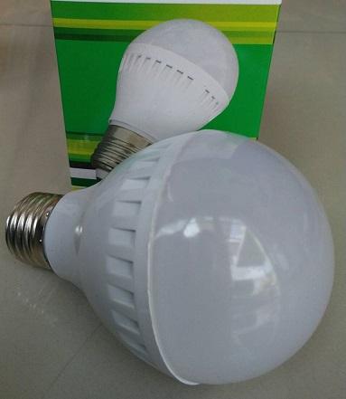 หลอดไฟ LED E27 Bulb ขนาด 9W 24V 6000K PL